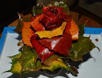 Поделки на тему «Осень» - розочки из осиновых листьев. роза без цветоножки