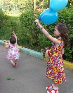лопать воздушные шарики