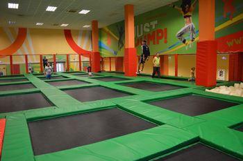 Что такое батутная арена? Вид спорта «прыжки на батуте». Прыжки на спортивном батуте вместо фитнеса. Батуты