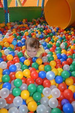 Где отметить детский день рождения в Москве. Спортивный детский день рождения. Батутная арена. Лабиринт