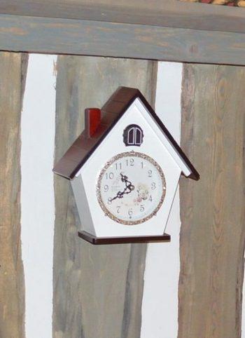 Часы с кукушкой - иллюстрация к детским стихам про время