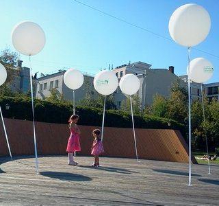 Где погулять с ребёнком в Москве. Парк Баумана или Сад культуры и отдыха имени Баумана. Девочки и шарики