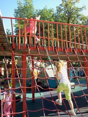 Где погулять с ребёнком в Москве. Парк Баумана или Сад культуры и отдыха имени Баумана. Акробатки