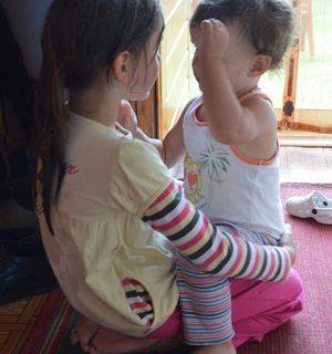 Как правильно говорить с ребёнком? Или как научить ребенка говорить в домашних условиях. Поговорим! Две девочки