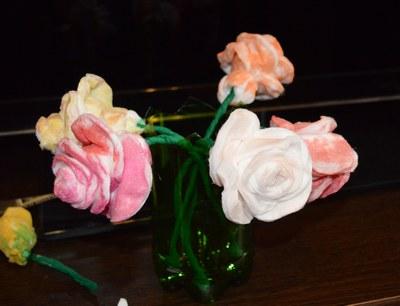 Розы из ватных дисков. Детские поделки из ватных дисков своими руками. Розочки на просушке