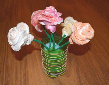 Розы из ватных дисков. Детские поделки из ватных дисков своими руками. Готовые розочки