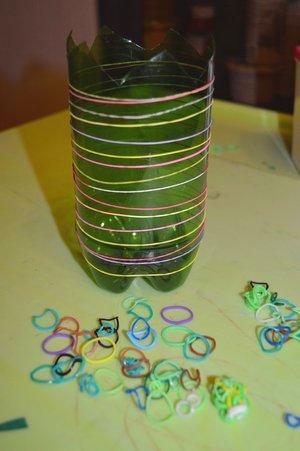 Розы из ватных дисков. Детские поделки из ватных дисков своими руками. Вазочка с резиночками