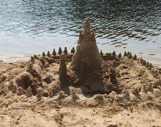 Детский рассказ про дом из песка и Машу о том, что меньше значит лучше. «Маленький домик»