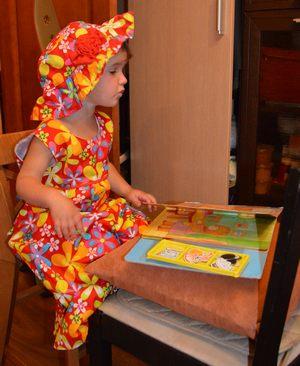 Забавный стишок про малышку и книжки. Короткие стишки для самых маленьких. Маша с книжкой