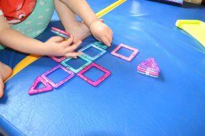 Магнитные игры для малышей - Магнитный конструктор MagFormers. Делаем домик