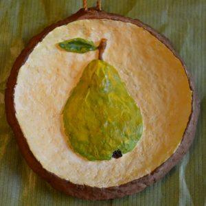 Панно из папье-маше малое «Груша». Серия «Объёмные фрукты»