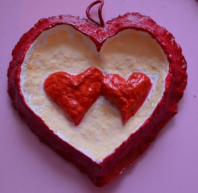 Панно из сердечек «Два влюблённых сердца». Папье-маше