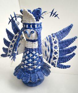 Сказочная птица из газетных трубочек в стиле гжель