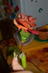 Прикручиваем зелёные листики цветоложа