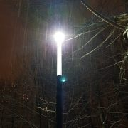снежная фея в свете фонаря