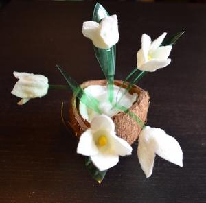 Как сделать белый цветок? Поделки на весеннюю тему. Подснежники. Что получилось