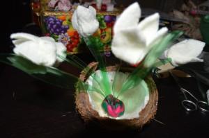 Как сделать белый цветок? Поделки на весеннюю тему. Подснежники. Закрепляем цветы