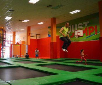 Что такое батутная арена? Вид спорта «прыжки на батуте». Прыжки на спортивном батуте вместо фитнеса. Прыгают все