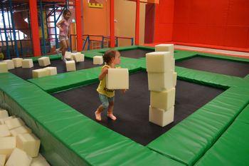 Что такое батутная арена? Вид спорта «прыжки на батуте». Прыжки на спортивном батуте вместо фитнеса. Поролоновый домик