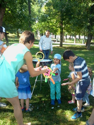 Где погулять с ребёнком в Москве. Парк Баумана или Сад культуры и отдыха имени Баумана. Фея мыльных пузырей