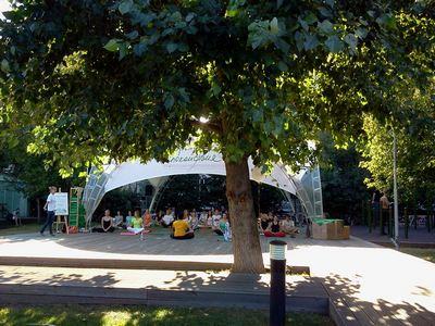 Где погулять с ребёнком в Москве. Парк Баумана или Сад культуры и отдыха имени Баумана. Йога
