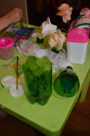 Розы из ватных дисков. Детские поделки из ватных дисков своими руками. Делаем вазу