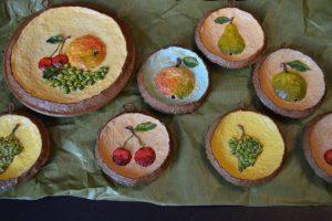 Панно декоративное настенное. Декоративные натюрморты с фруктами объёмные Под алыми парусами. Самый удивительный подарок. Объёмная картина из папье-маше
