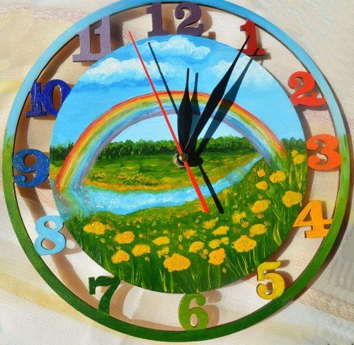 Яркие часы из дерева настенные «Радуга»