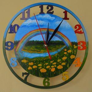 """Яркие часы из дерева """"радуга"""""""