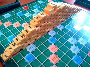 игра скраббл башенка из буква