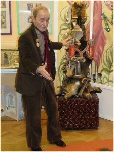 Виктор Петрович Катков в своём зале Волшебного Букваря